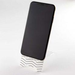 Zig Zag Pattern with phone
